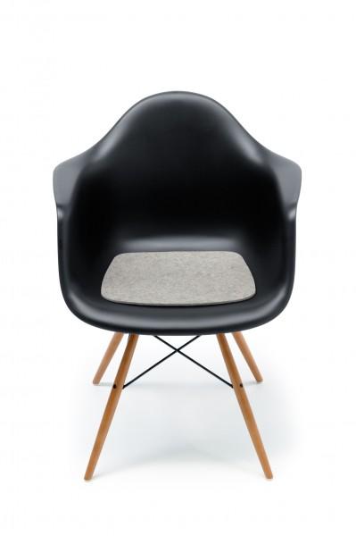 Hey Sign Sitzauflage für Eames Chair von Vitra in Hellmeliert
